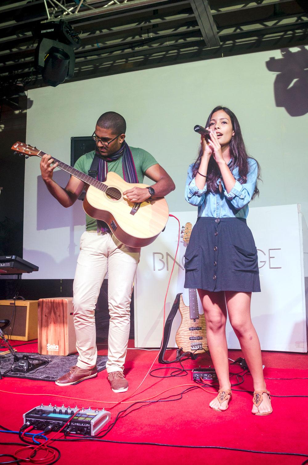 Ophélie Bancilhon accompagnée par Vincent Nombro du groupe Day's Order.