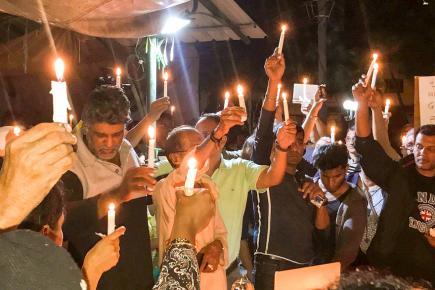 Les grévistes ainsi que les nombreux sympathisants à leur cause étaient présents pour le candlelight.
