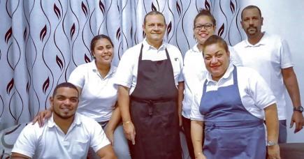Plats typiques, cuisine chinoise ou encore barbecue, Ticantine met à l'honneur le 100% local.