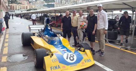Ludovic Pezé (à droite) est heureux d'avoir pu aligner une voiture à ce grand rendez-vous de l'automobile.