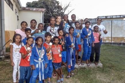 De jeunes passionnés du Jiu-Jitsu brésilien.