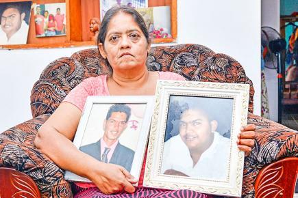 Aujourd'hui, elle se réfugie dans les prières et dans les souvenirs heureux laissés par ses fils Karmish et Trishul.