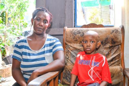 Le petit Laurent Edouard, aux côtés de sa mère Jessica il y a un mois.