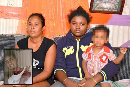 Dorella et sa belle-fille sont inconsolables depuis le décès de Jonathan (en médaillon). Ce dernier laisse derrière lui son fils âgé d'un an.