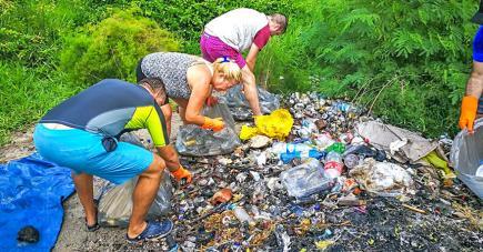 Les nettoyages permettent de voir l'omniprésence du plastique. (photo de Project Rescue Ocean)
