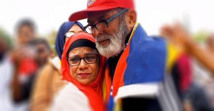 L'émotion était à son comble pour Akbar Patel et son épouse après le parcours du Club M aux JIOI 2019.
