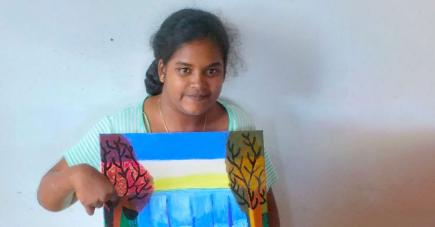 Malgré son handicap, la jeune femme assure… et peint !