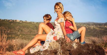Mère de deux fils, Yasha et Rehad, elle multiplie les collaborations fashion, que ce soit à Maurice ou à l'île de La Réunion.