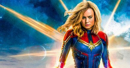 Une capitaine jeune, jolie, bien entourée et remplie de super pouvoirs.