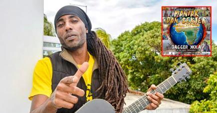 L'artiste, encouragé par ses musiciens, veut conscientiser de fort belle manière.