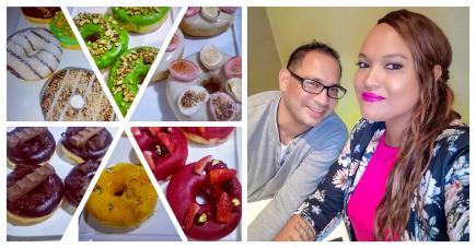Sa compagne et lui proposent une variété de donuts sur commande.