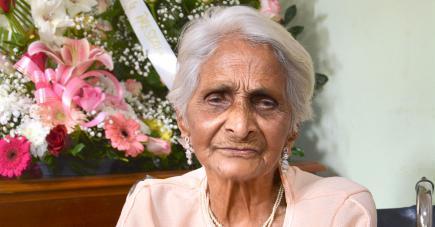 «Je suis très heureuse de fêter mes 100 ans», dit Rachel Batour.
