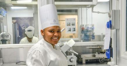 Mirella Gontran est Assistant Cook au Royal Palm Hôtel.