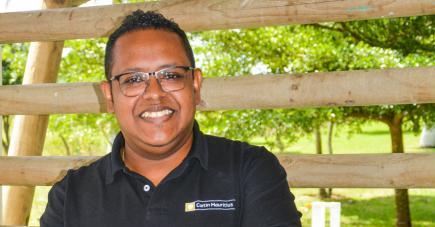 Entre distribution de matériels scolaires et autres activités, Michaël et son équipe encadrent les jeunes de Sainte-Croix et de Baie-du-Tombeau.