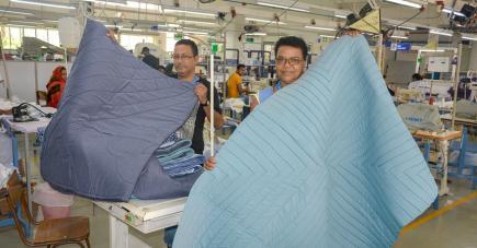 Désiré Laguette, Irena Emilien et Karunasing Lootooa comme toute l'équipe de Laguna Clothing ont ce projet à cœur.