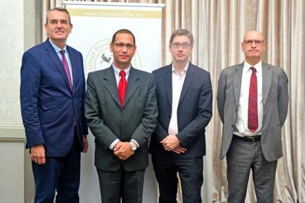 (De g. à dr.) Emmanuel Cohet, ambassadeur de France à Maurice, Jérôme Fabre, directeur de l'Institut Escoffier, François Germinet, président de l'Université Cergy Pontoise, et Philippe Battist, proviseur du Lycée La Renaissance de La Réunion.
