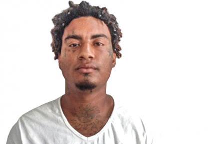 Le suspect fait l'objet d'une charge provisoire de wounds & blows causing death.