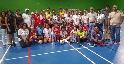 Les finalistes à l'issue du tout premier tournoi futsal féminin.