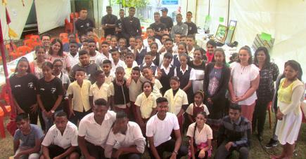 Les jeunes de l'école des sourds lors du spectacle spécialement préparé pour le lancement du dictionnaire numérique.