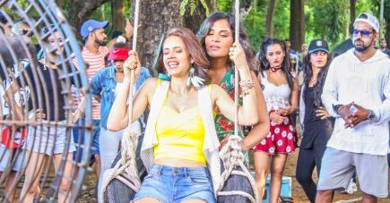 Kalki Koechlin et Richa Chadha, deux étrangères qui vont devenir les meilleures amies du monde.