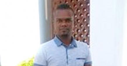 Le jeune homme assure ne pas connaître le trafiquant Peroomal Veeren et nie avoir reçu des instructions de lui pour assassiner des officiers de la prison.