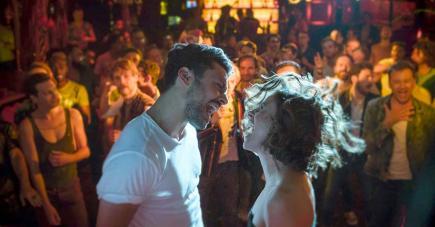 L'acteur joue un homme qui a un gros problème affectif.