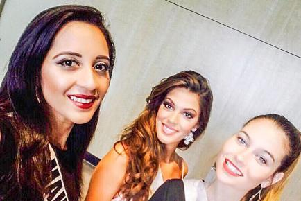 Elle pose ici avec deux de ses nouvelles amie, dont Miss France.