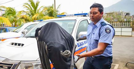 Le suspect a comparu devant le tribunal de Bambous mardi.