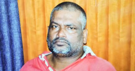 Oomar Karrimbaccus, alias Tirania, a purgé une peine de six ans de prison, il n'y a pas longtemps, pour possession et distribution de drogue.