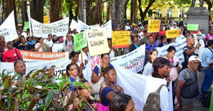 Plusieurs familles veulent alerter le gouvernement.