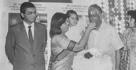 Lady Sarojini et sir Anerood étaient inséparables.