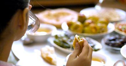 La nutritionniste recommande un jeûne sain afin de préserver son équilibre alimentaire.