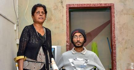 Sheela s'est occupée de son fils jusqu'à ses derniers instants.