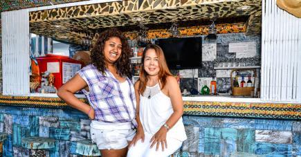 Kannika et Anna, mère et fille, gèrent le Sawasdee Thaï Restaurant à Flic-en-Flac.