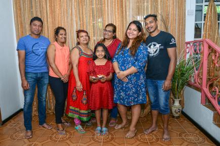 Les Jeetun  et les Sagum se réjouissent  de passer  une aussi belle fête  en famille.