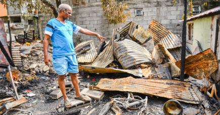 Un autre habitant de la maison montrant les dégâts.
