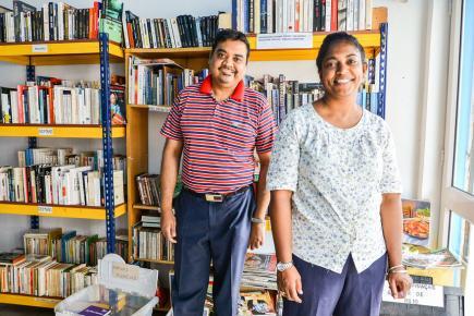 Glen et Ariane se feront un plaisir de vous accueillir dans cette librairie solidaire.