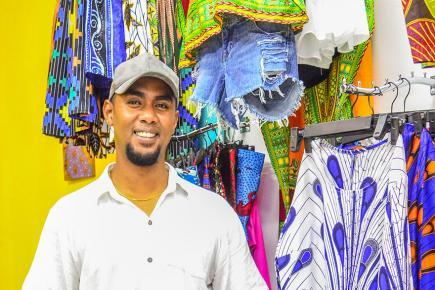 «Mes tissus viennent de différentes régions d'Afrique», souligne le gérant.