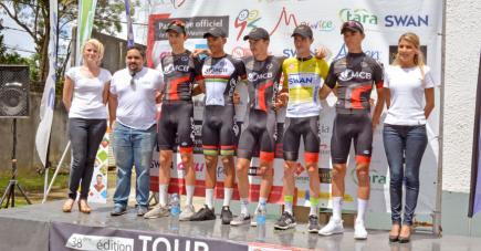 Gregory Lagane (en jaune) a remporté le Tour de Maurice.