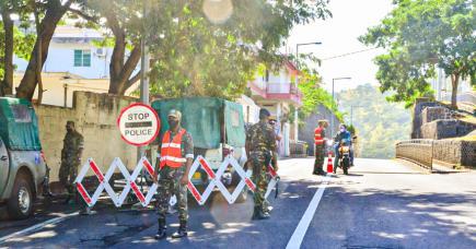 Des habitants de Vallée-Pitot sont descendus dans la rue, le lundi 7 juin, pour protester contre le manque de communication sur la prolongation de la zone rouge. Depuis ce samedi, les restrictions ont été levées.