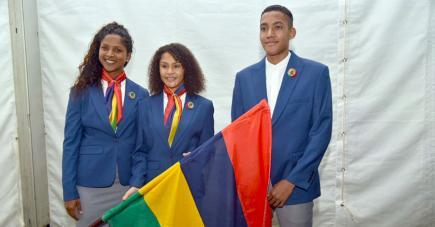 Jessika Rosun, Noémi Alphonse et Alexandre Bongout ont présenté  les tenues officielles de la délégation.