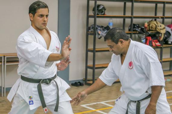 Hans Ramdharrysing (à g.) en compagnie de son mentor Ajay Jooron.