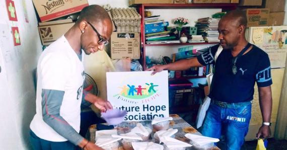 L'équipe de FoodWise travaille avec  120 ONG pour la distribution des repas.