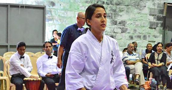 Zainab Khatib encourage les femmes à se mettre au karaté car ce sport comporte des valeurs indispensables à une vie saine.