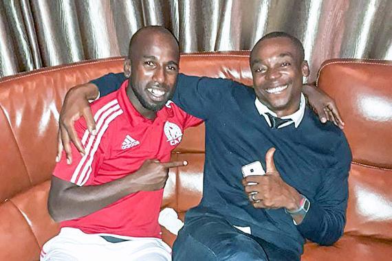 Guiyano Chiffone et Joe Tshupula partageant un moment de complicité.