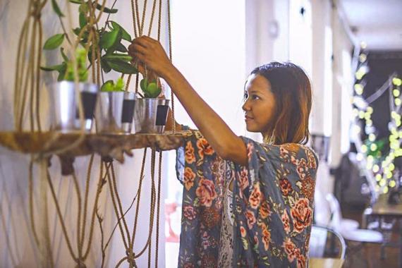 La jeune femme propose toutes sortes de macramé pour décorer votre intérieur comme votre extérieur.