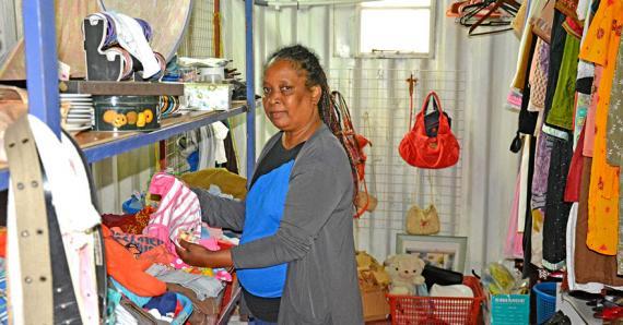 Jocelyne Manon accueille les clients venant des quatre coins de l'île.