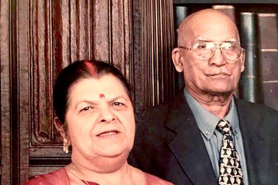 Renjitsing et son épouse Beedwantee sont tous deux décédés de cause naturelle à une heure d'intervalle, le jour du safran de leur petit-fils.