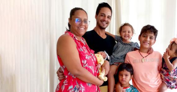 La jeune femme, son époux Jean-Pierre et leurs cinq enfants : Kenzo, 11 ans, Blaze, 4 ans, Alezia, 3 ans, Ezra, 15 mois, et Maritza, née le 13 septembre.