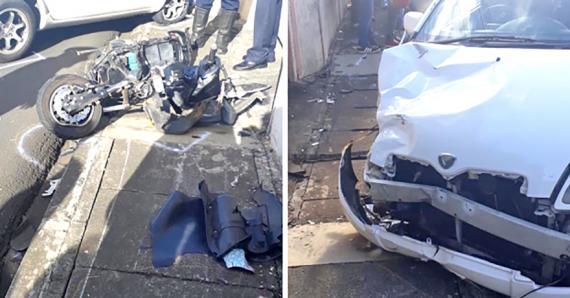 La voiture conduite par l'agent de police a également été endommagée lors de cette violente collision.
